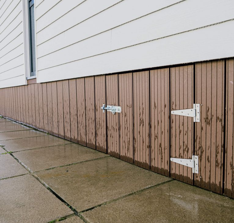 decking under holiday home wood cladding exterior