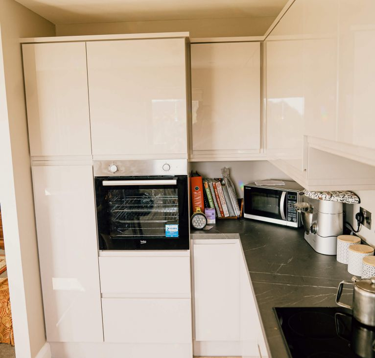 white kitchen gloss oven turnkey package